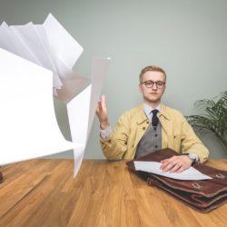 Bartek rzuca papierami